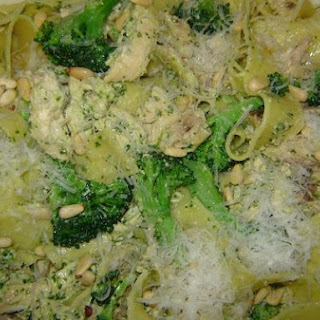Pappardelle With Chicken, Broccoli & Pesto Sauce