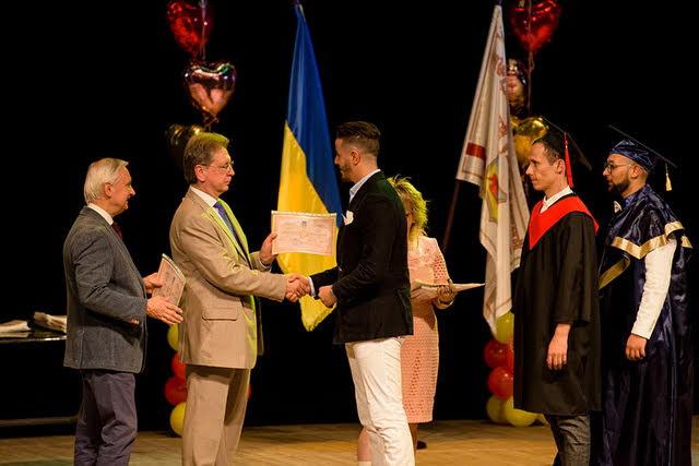 У ЗДМУ в урочистій обстановці вручили дипломи випускникам