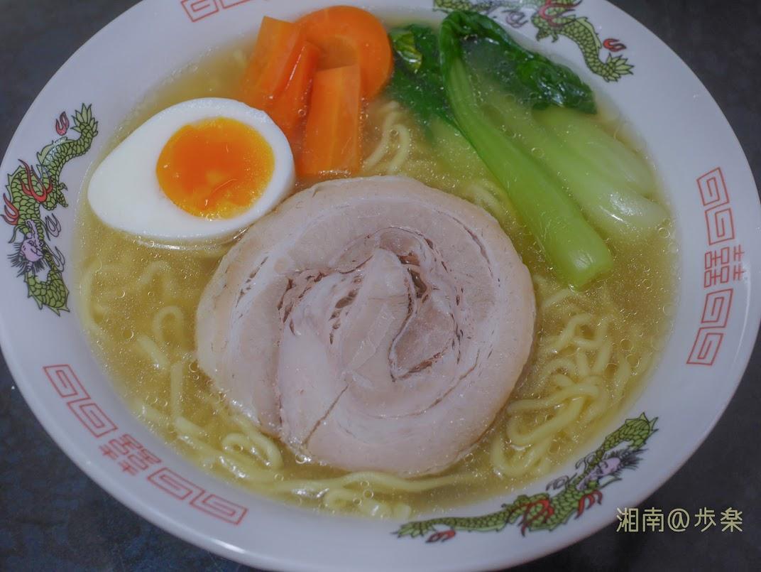 正麺 旨塩味 ブーマン豚のせ 家で食べてもボリューム満点である
