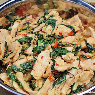 Perfect Thai Basil Chicken Recipe (Pad Kra Pao Gai | ผัดกระเพราไก่).