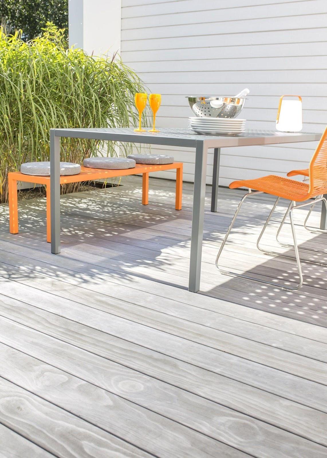 Orange siddemøbler er perfekte til at bryde en grå, brun eller hvid tagterrasse op