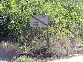 Photo: Placa advertindo que se está em território indígna.