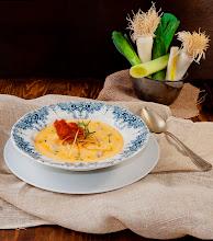Photo: Crema de puerros con crujientes de jamón