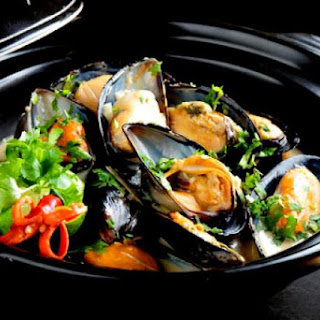 Mussels in Basil-Coconut Sauce