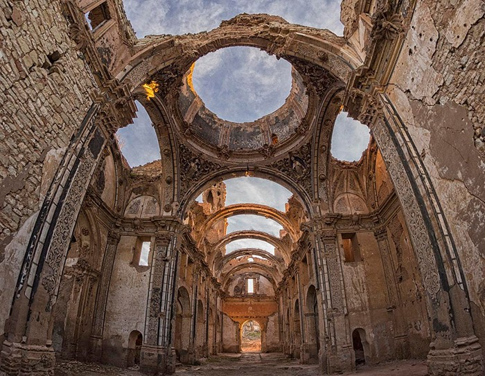 antigua iglesia derruida en Belchite viejo