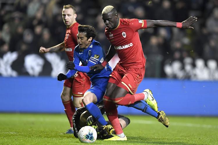 Ex-scheidsrechter reageert op penaltygeval in Antwerp - Genk