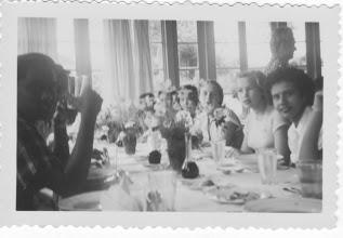 Photo: Pendawa woensdag 26.12.1951 we herkennen o.a. Ilse Richter en Arifin Siregar