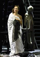 """Photo: WIEN/ BURGTHEATER; """"DANTONS TOD"""" von Georg Büchner. Inszenierung; Jan Bosse. Premiere 24. Oktober 2014. Aenne Schwarz. Foto: Barbara Zeininger"""