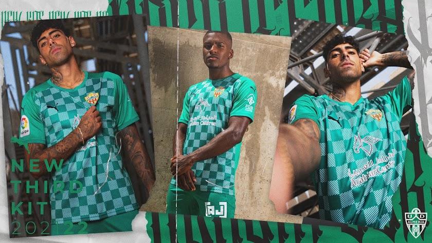 La tercera camiseta del Almería 21-22.