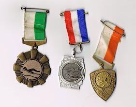 Photo: Veroverde medailles met langeafstand zwemmen. Georganiseerd door zwemvereniging Strijen