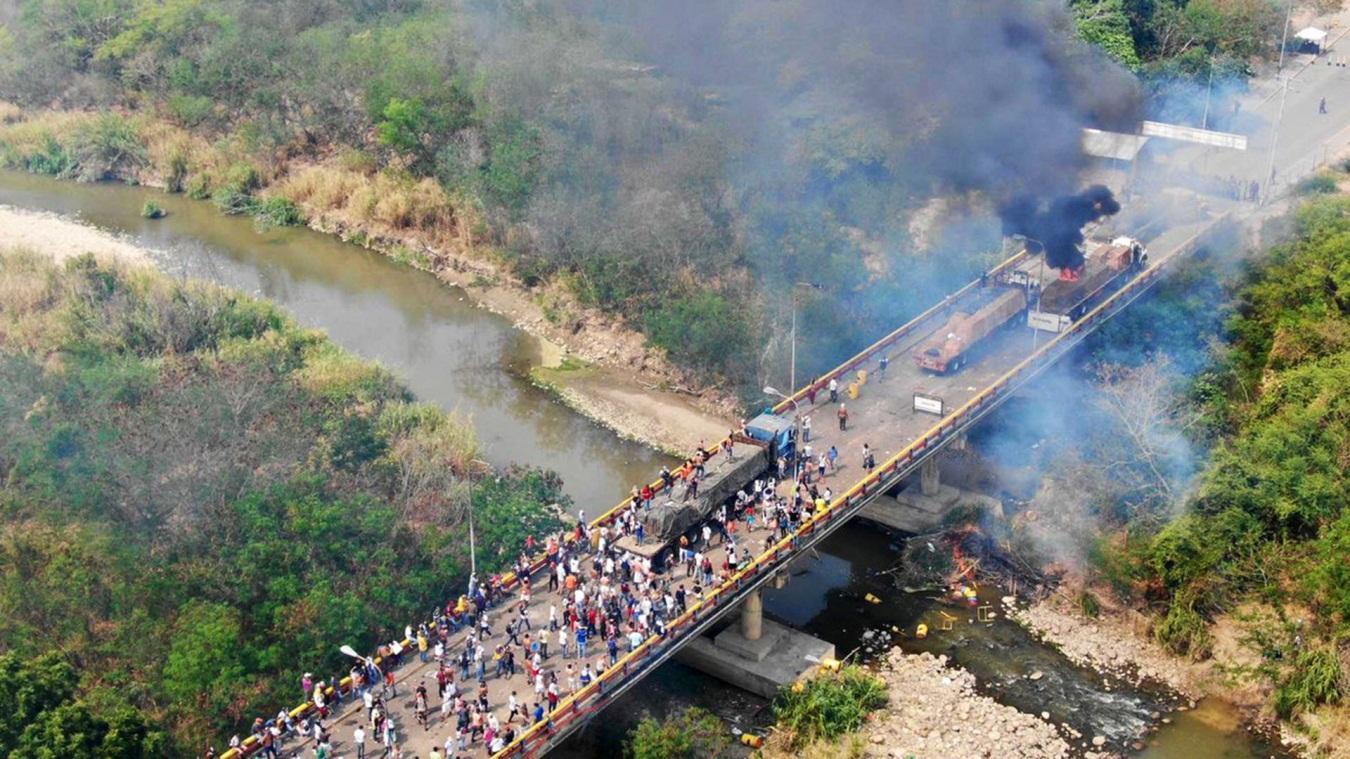 C:\Users\House\Desktop\Raul\foto-aerea-incendio-gandola-venezuela-ayuda-humanitaria.jpg