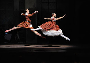 Photo: WIENER STAATSOPER/ Wiener Staatsballett: LA SYLPHIDE - Ballettpremiere am 26.10.2011. Nachstellung der Originalversion durch Manuel Legris.  Roman Lazik und Nina Polakova. Foto: Barbara Zeininger.