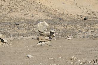 Photo: Da hat wohl Obelix Steinmännchen gebaut. Oder ein Baggerfahrer?