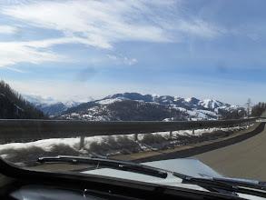Photo: Le ciel bleu pour arriver, c'est aussi une promesse tenue de la prom' des neiges ! Heureux comme un cabriolet en montagne l'hiver, quoi...