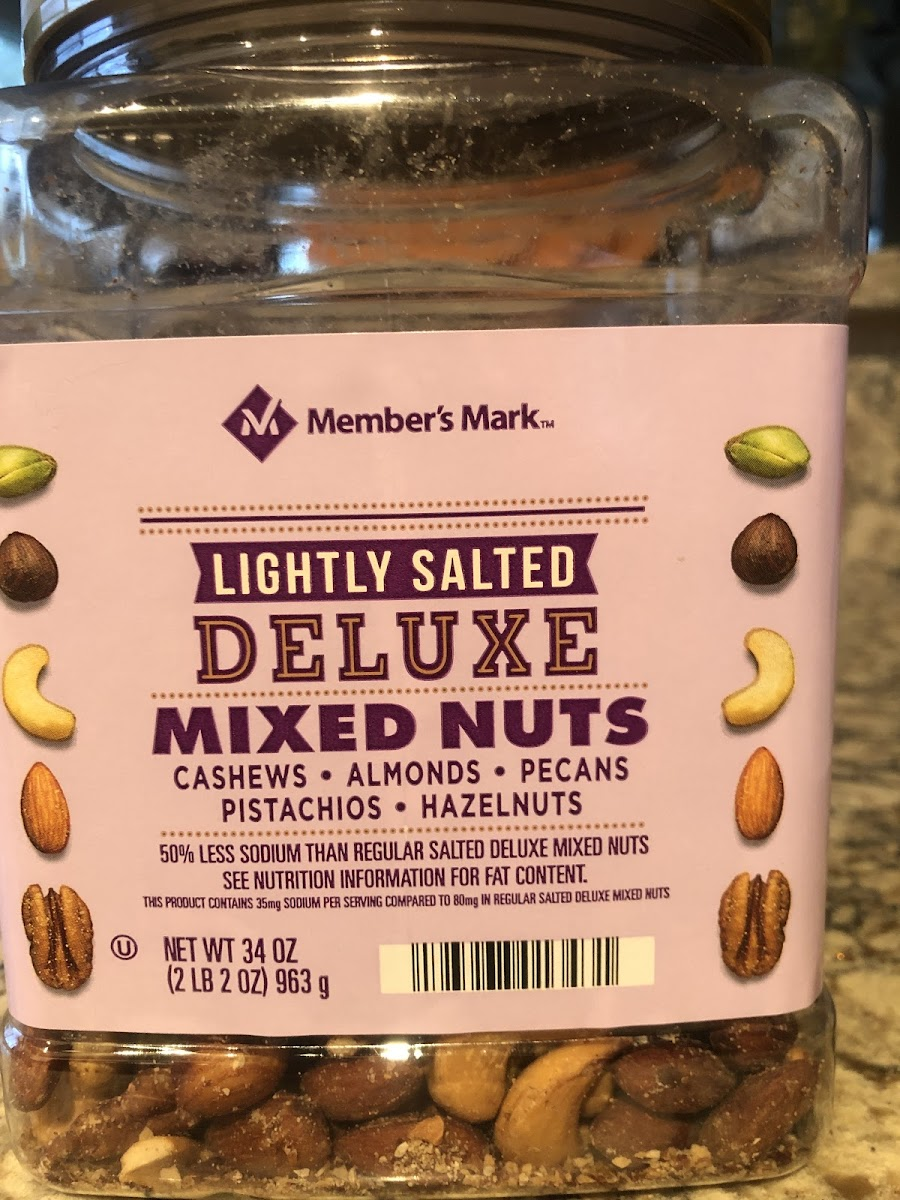Lightly salted Deluxe Mixed Nuts