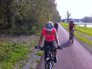 Photo: 9. cyklistická vyjížďka – vyjížďka po cyklostezce v blízkosti školy  (pátek odpoledne 19. září 2014, 35 km v rovinatém profilu podél řeky Ostravice).