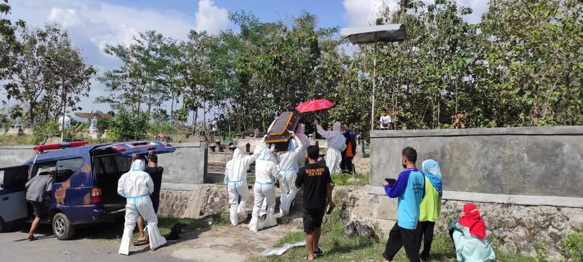 Amankan Pemakaman Warga dengan Protokol Covid-19