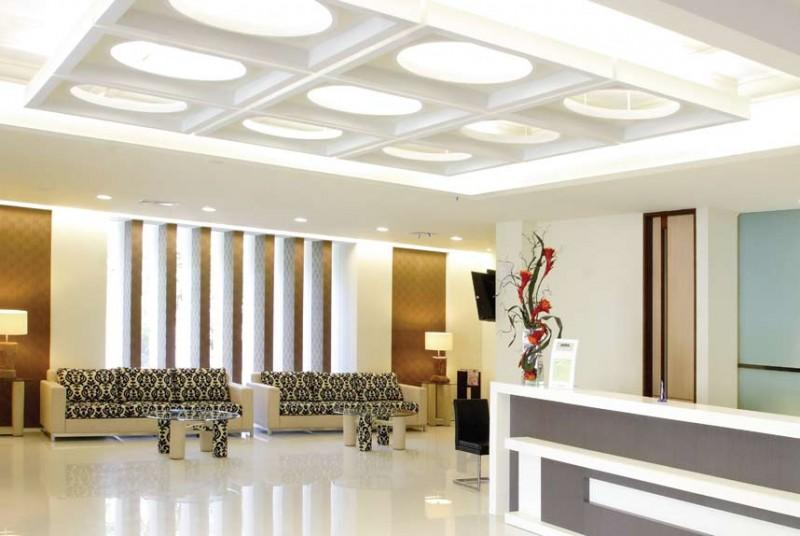 Model Plafon Gypsum Klasik overall view of modern ceiling design in living hall with