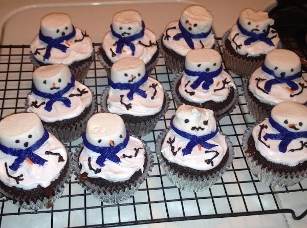 Ooey-est Gooey-est Melted Snowmen Cupcakes Recipe