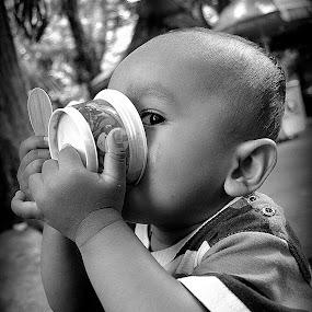 by Dino Rimantho - Babies & Children Children Candids ( dhioz, babies, surabaya zoo, ice cream, children, children candids, dhiyas,  )