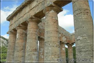 Photo: Templo de Segesta (Sicilia). http://www.viajesenfamilia.it/index.htm
