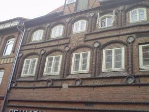 Photo: Kaiser. und Kaiserinnen-Medaillions an einem Haus in der ,Rote Straße' unweit von ,Am Sande'.