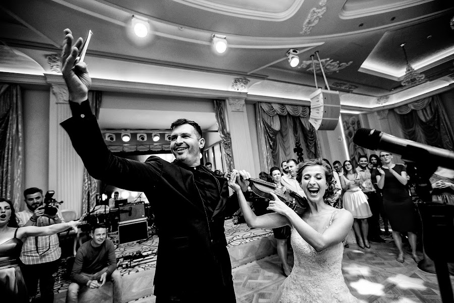 Wedding photographer Sabina Mladin (sabina). Photo of 08.02.2019