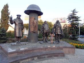 Photo: интересното е, че подобен паметник с артисти видяхме и в Ереван. Кой от кого е заимствал идеята?