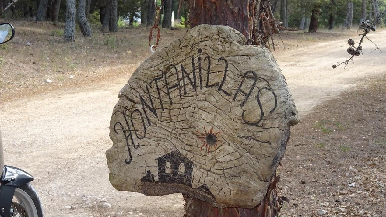 Cartel a la entrada de Hontanillas