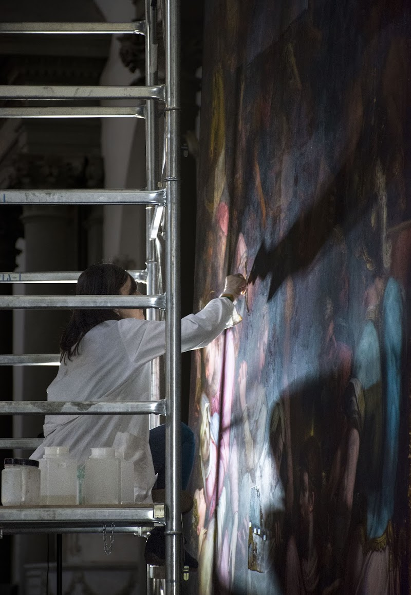 Il restauro col pennello. di TzukiMidori