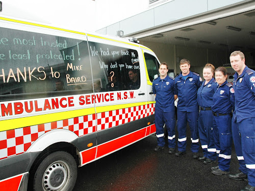 Narrabri ambulance paramedics protesting against the cut to their death and disability scheme have taken to the streets with their vehicles emblazoned with protest notes. Pictured here are paramedics Lachlan Blissett, Ben Maddern, Jodie Knights, Health Services Union rep Sally Holman and Rick Duggan.