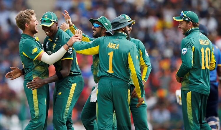 South Africa's Willem Mulder (L) celebrates with his teammates Lungi Ngidi (2nd L), Tabraiz Shamsi (C), Hashim Amla (1) and David Miller (R) after taking the wicket of Sri Lanka's Thisara Perera.