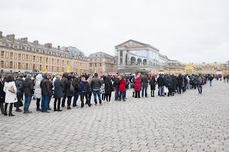 Photo: By the time we left the palace the line had gotten considerably longer