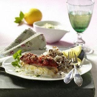 Rotbarschfilet mit Tomatenkruste, Zitronensoße und Reis