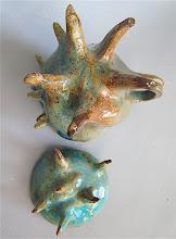 Photo: feet of stein & lid