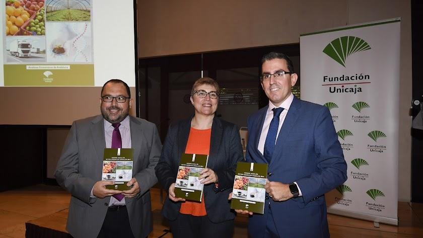 Rafael Peral, Felisa Becerra y Sergio Corral, en la presentación del informe.