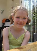 Photo: April 2011 - Lieve in haar nieuwe jurk