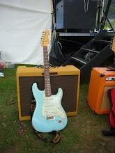 Photo: ChicagoBlues67の井上さん。これがメインギター。