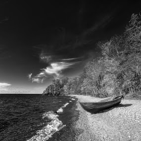 B&W Beach by Sergei Pitkevich - Landscapes Waterscapes