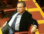 Photo: Αργύρης Ντινόπουλος (Πιθηκάνθρωπος, Κρόνιος-Nephilim, απόφοιτος Νομικής Σχολής του Πανεπιστημίου Αθηνών, μεταπτυχιακό στο δίκαιο των σοσιαλιστικών χωρών και στις σχέσεις δικαίου και μαρξισμού, Δημοσιογράφος, πολεμικός ανταποκριτής,  δήμαρχος στα Βριλήσσια, στις εκλογές του 2007, 2009 και 2012 εκλέχτηκε βουλευτής στην Β' Αθηνών, μέλος των Γαλλικών Μυστικών Υπηρεσιών)