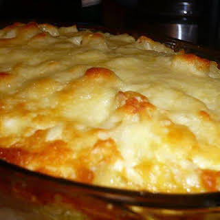 MAMA'S CREAMY BAKED MACARONI AND CHEESE.