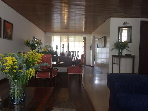 Casas en Venta - Bogota, Colina Campestre 642-4125