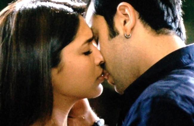Deepika Padukone & Ranbir Kapoor Kiss in Yeh Jawani Hai Deewani