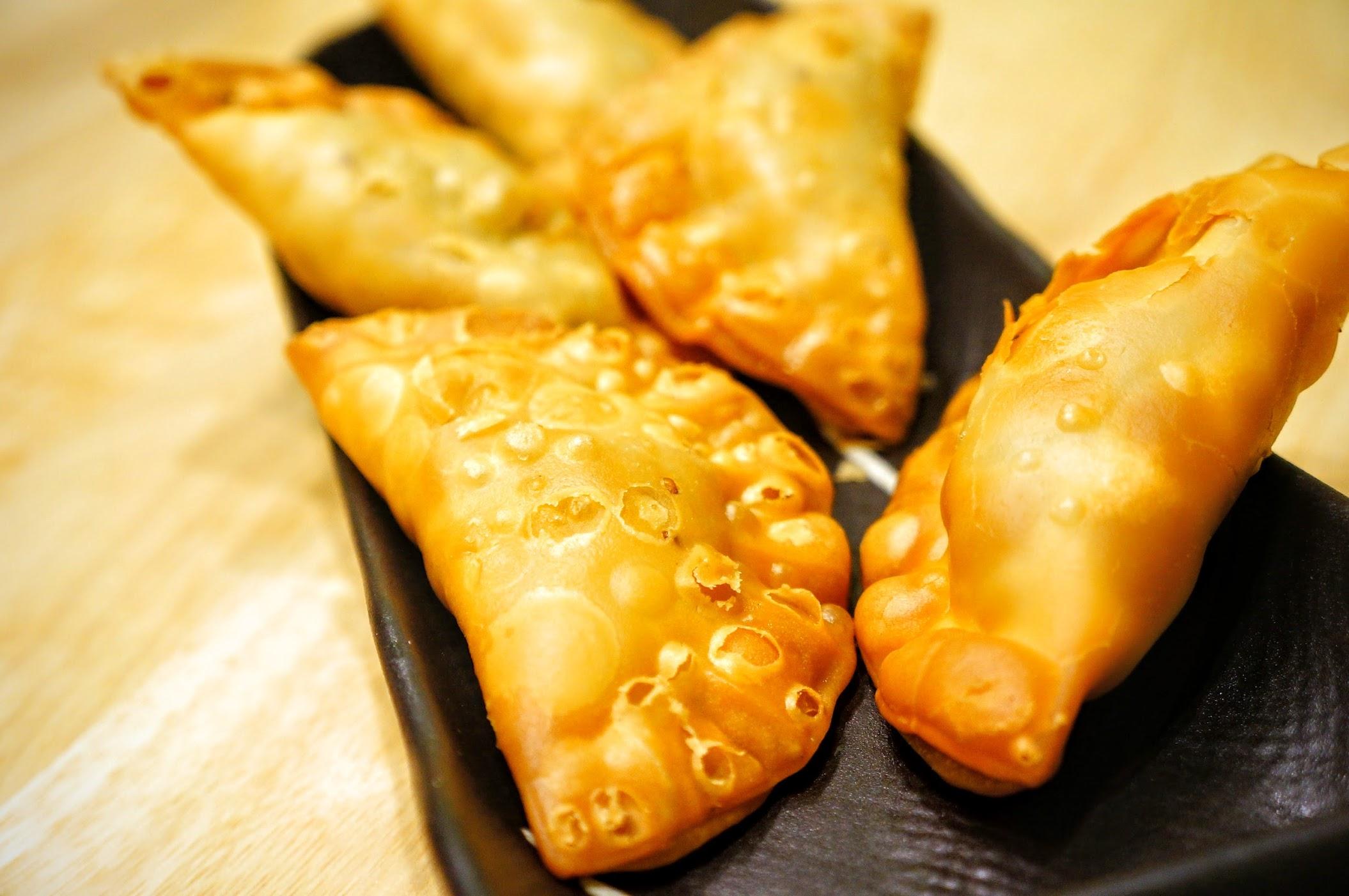 咖哩餃,外殼酥脆
