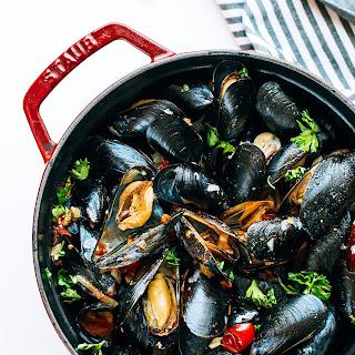 Mussels in White Wine, Tomatoes & Chorizo + #GarnarchaDay.
