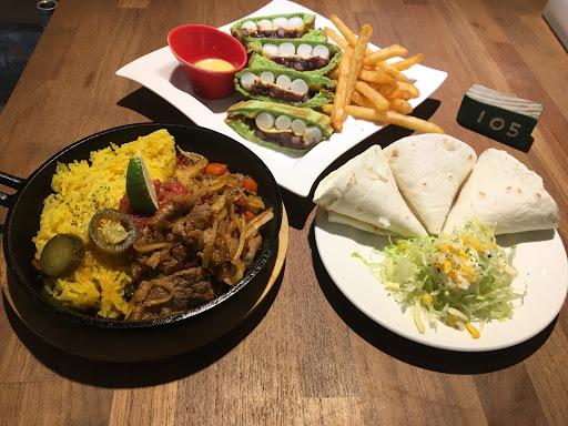 出餐很快 Cp值高 #佬墨辣醬牛肉法式達 #抹茶紅豆年糕三明治