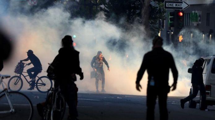 протесты в Окленде