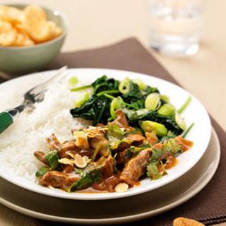 Thaise Rode Curry Van Vleesreepjes Met Kruidige Spinazie