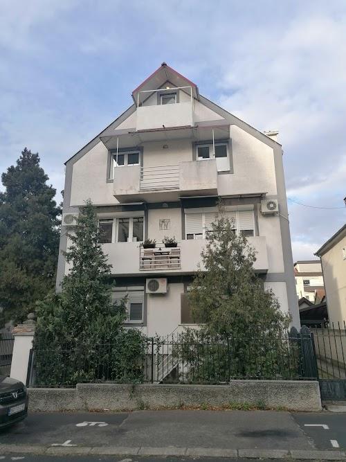 Zemun Gornji grad, Crnogorska, uknjižen HITNO