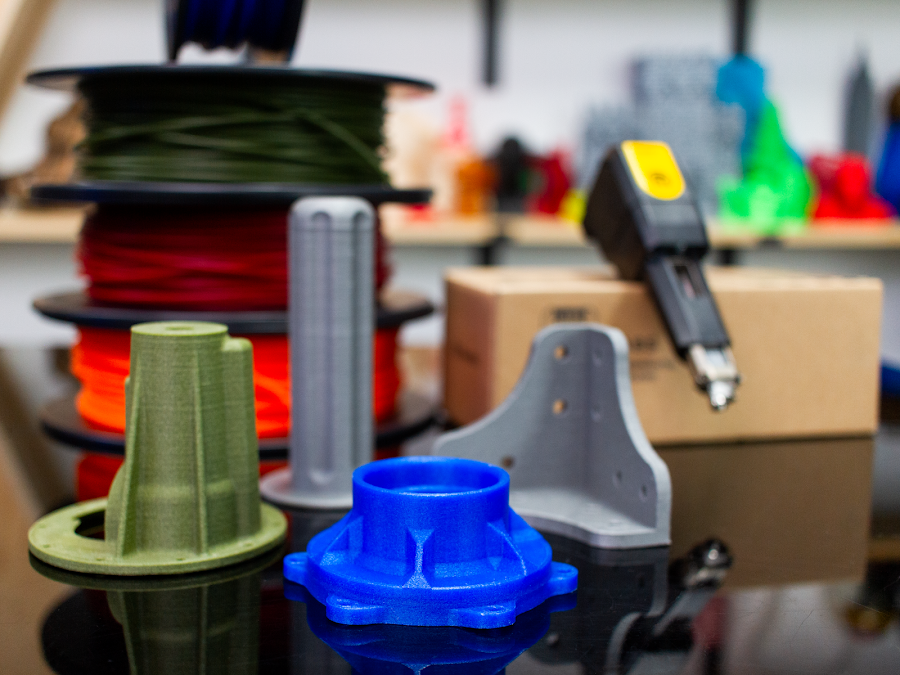 Print with whatever material you want with the LABS Experimental Extruder, from NylonG to generic PLA.